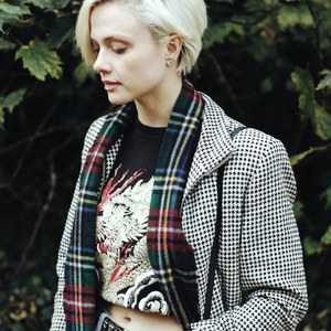 Vintage hounstooth dogtooth cropped jacket is being swapped online for free