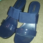 Chaps sandals 3 inch heals is being swapped online for free