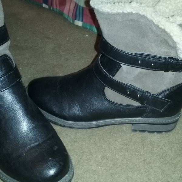Boots size 8 new only worn once is being swapped online for free