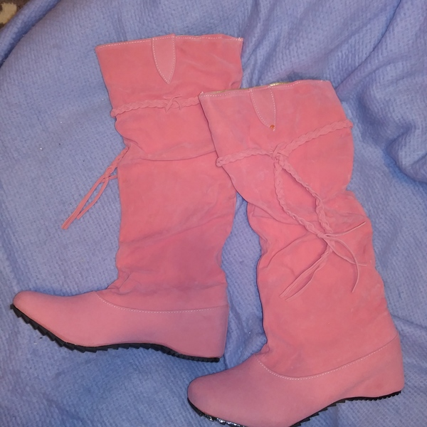 Women's Suede Knee High Flats Slouch Boots size 9 Pink Pull-on removable tassel New is being swapped online for free