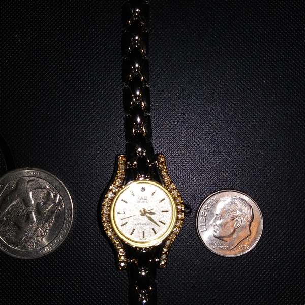 Gold Tone Plated CZ Chips Citizen Q&Q Quartz Watch 7&1/2 in New Battery is being swapped online for free