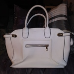 White unbranded Purse is being swapped online for free