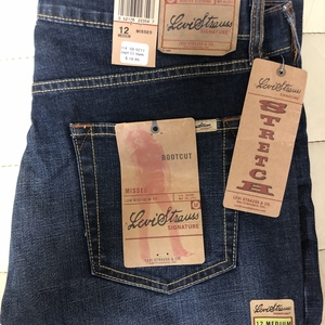 Size 12 LEVIS. Bootcut. Stretch.  is being swapped online for free