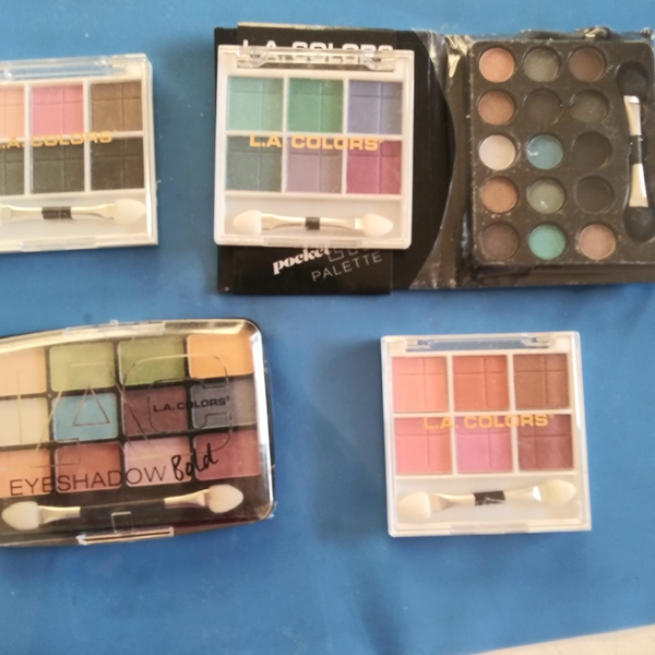 Eyeshadow is being swapped online for free