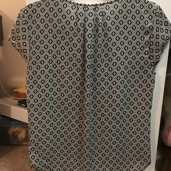H&M Short Sleeve Blouse is being swapped online for free
