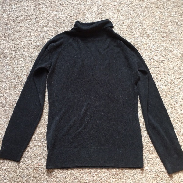 Black fitted turtle neck jumper is being swapped online for free