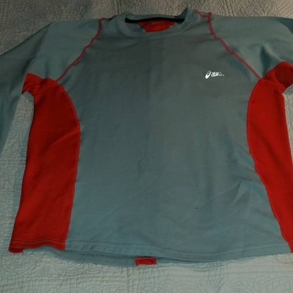 Workout exercise top Asics brand polyester size 10 is being swapped online for free