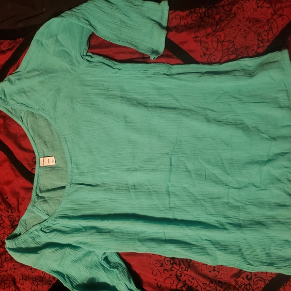 S-M Old Navy crumple fabric 3/4 sleeve top is being swapped online for free