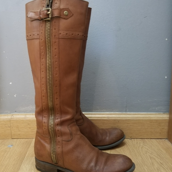 Franco Sarto Tall Leather Boots Sz 7 is being swapped online for free