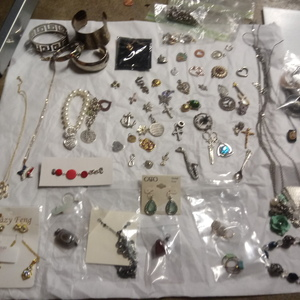 Assorted jewelry bundle is being swapped online for free