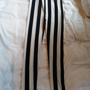 black white stipe leggings sm to m size is being swapped online for free