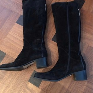 Italian Black Boots  is being swapped online for free