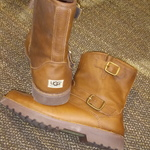 Size 5 ugg boots is being swapped online for free