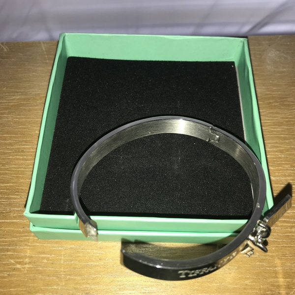 Tiffany bracelet  is being swapped online for free