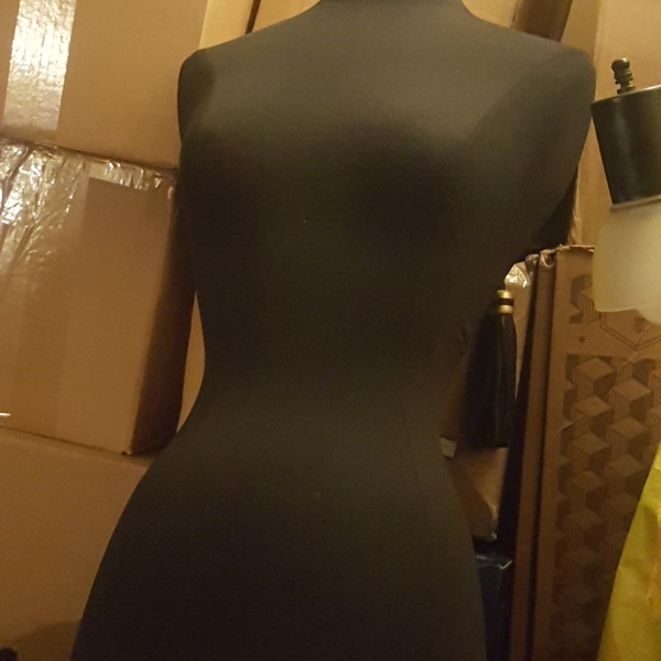 Extra small size mannequin is being swapped online for free