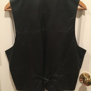 Mens Black Leather Vest / Large size is being swapped online for free