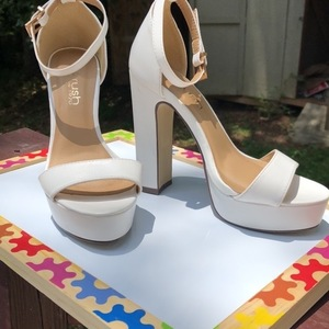 White sexy platform heels is being swapped online for free