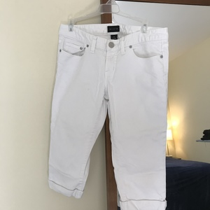 White capris  is being swapped online for free