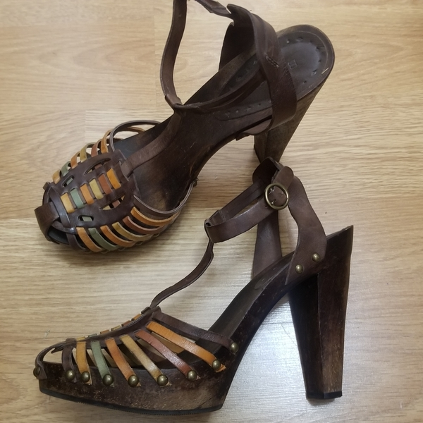 BCBG Wooden T Scrap Heels 8/8.5 is being swapped online for free