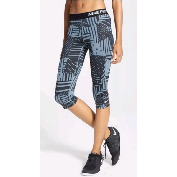 Nike Capri Leggings Sz M is being swapped online for free