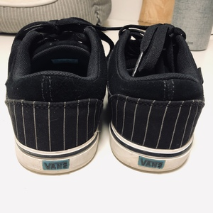 Pinstripe Vans 8 is being swapped online for free