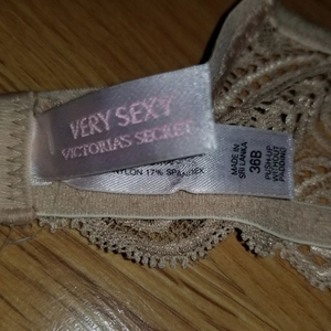 Victoria's Secret Puch up w/o Padding 36B is being swapped online for free