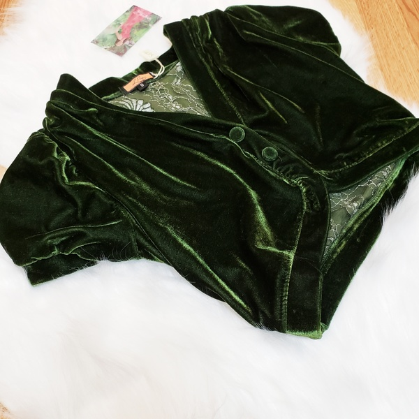 Parisian emerald green velvet shrug is being swapped online for free