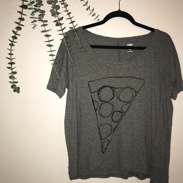 oversized tee ~pizza~ is being swapped online for free