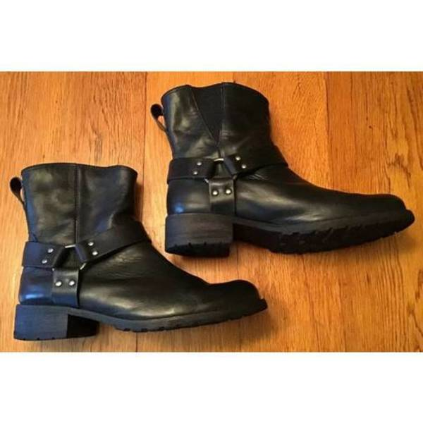 L.L. Bean black leather Harness Boots 8.5-9 is being swapped online for free