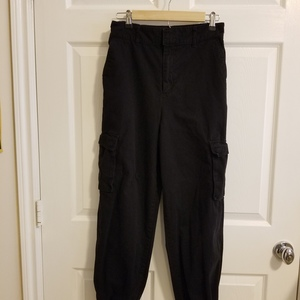 Black Cargo Pants is being swapped online for free