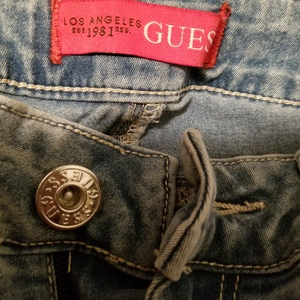 Guess light color jeans is being swapped online for free
