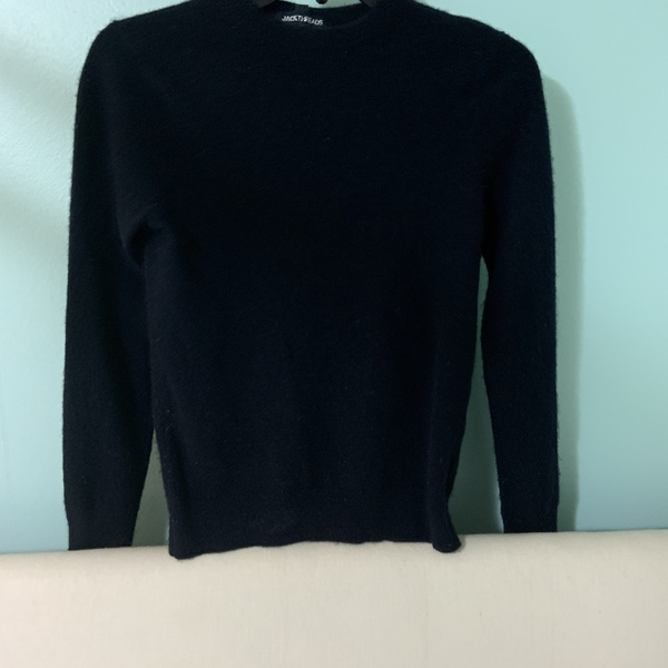 Navy Blue XS Cashmere Sweater is being swapped online for free