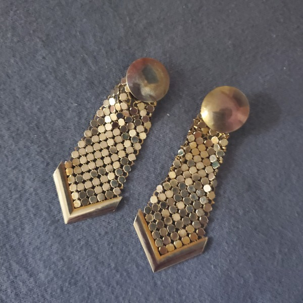 Vintage earrings  is being swapped online for free