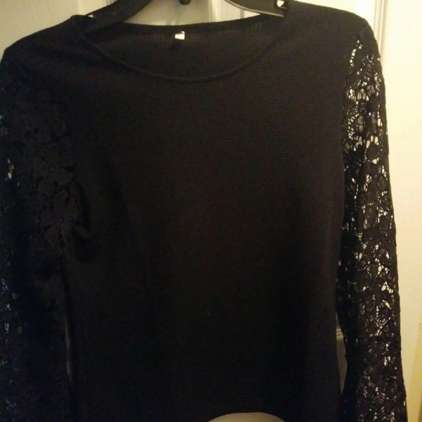 Black Lace Sleeve Top is being swapped online for free