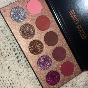 Glitter Eyeshadow Palette  is being swapped online for free