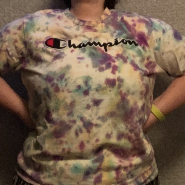 2xl fits like XL Tie dye champion shirt  is being swapped online for free