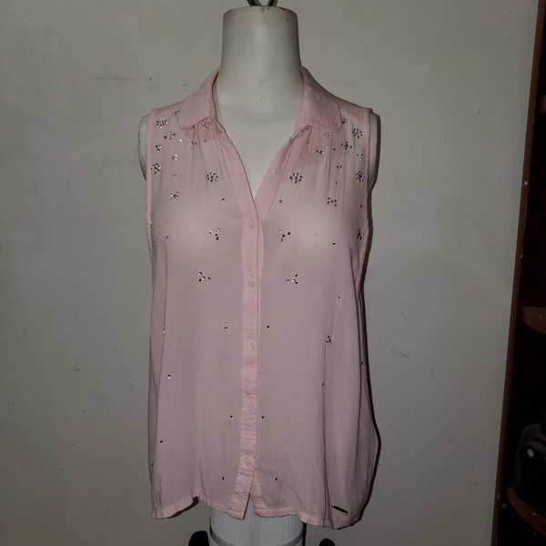 A&F Split Back Button Up Sleeveless Top Sz S is being swapped online for free