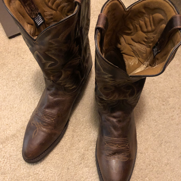 Brown Laredo Birchwood round toe boots #68452 is being swapped online for free
