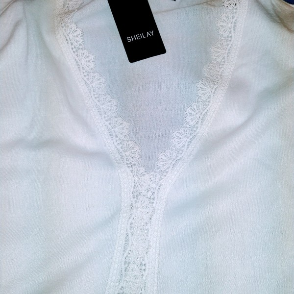 Women's NWT White Long sleeve Shirt 2X/3X is being swapped online for free