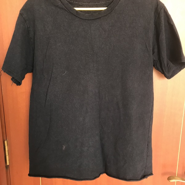 Plain Black shirt is being swapped online for free