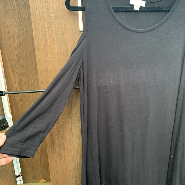 Black Cold Shoulder Long Sleeve Tee is being swapped online for free