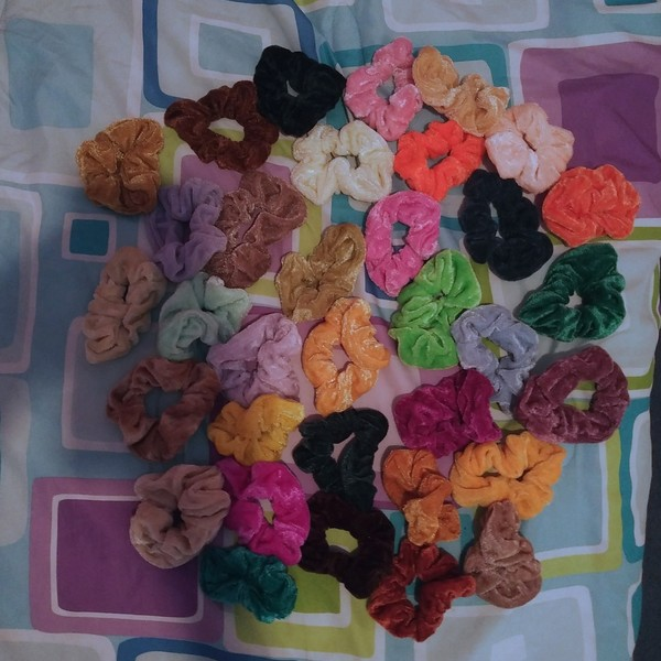 34 assorted velvet scrunchies is being swapped online for free